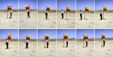 mohammed-kazem-fotografien-mit-einer-fahne-photographs-with-a-flag-1997-900