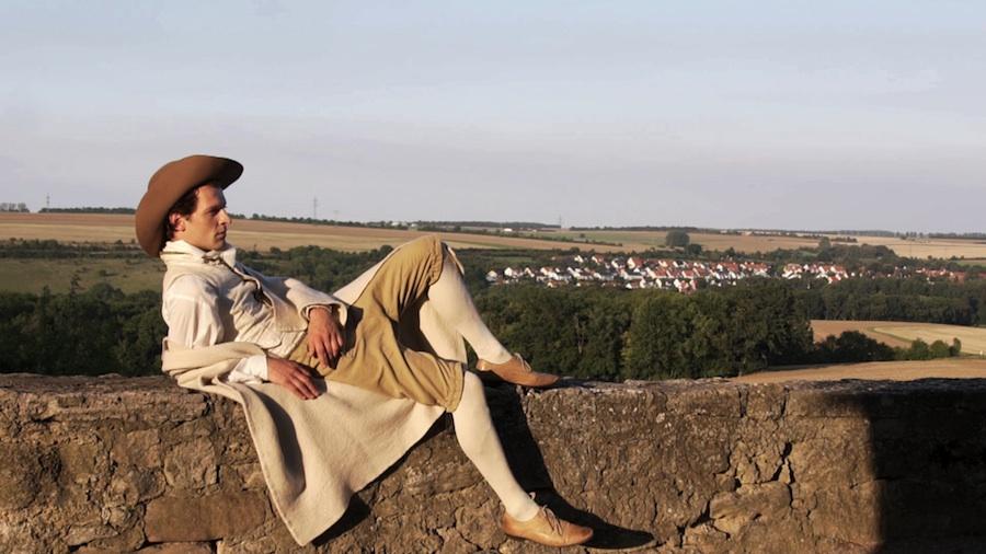 Filmstill ausMännerfreundschaften - Homoerotik in der Goethezeit(2018) von Rosa von Praunheim Matthias Luckey als Goethe | © Rosa von Praunheim